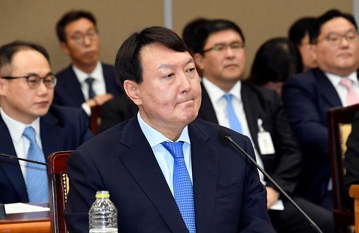 의원질의 경청하는 윤석열 검찰총장