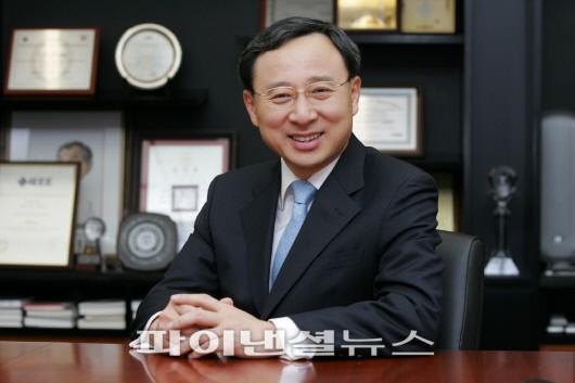 신임 KT CEO, 황창규 전 삼성전자 사장 내정...반도체성공 DNA를 KT에 접목 - 파이낸셜뉴스