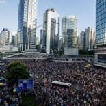 홍콩 시위대 , 렁춘잉 행정장관 면담 요구하며 청사 포위