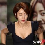 [포토] 김윤서 '아찔한 착석'