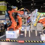 """로봇의 모든 것 '로보월드 2014' 개막 """"인력난·원가상.. 산업용 로봇이 해법"""""""