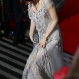[포토] 수현 '야속한 드레스, 계속 밟히네'