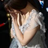 [포토] 수현 '드레스 밟고 부끄러워'