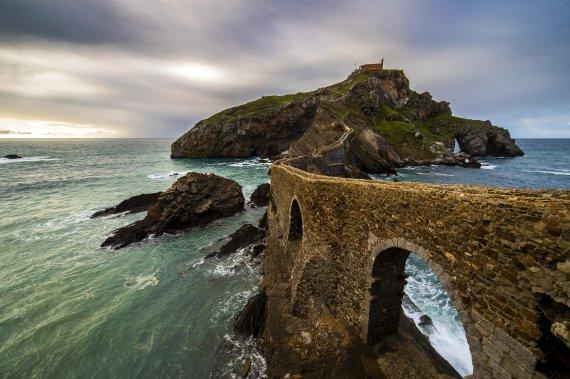 미드 '왕좌의 게임' 촬영지... 스페인 바스크의 아름다운 섬 'Gaztelugatxe'