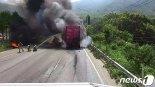 창원터널 앞 25t 트럭 화재…40여분간 차량정체