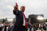 독립기념일에 갈라진 미국...트럼프 지지-반대 다시 분열