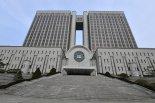'후배 성추행' 전직 검사 2심서도 징역 10개월.. 법정구속