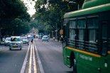 버스 집어삼킨 中 거대 싱크홀.. 6명 숨지고 4명 실종