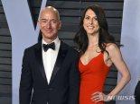 매켄지, 아마존 CEO와 '세기의 이혼' 뒤 2조원 기부