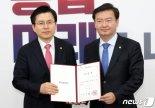 """민경욱 언론에 불만 """"황교안 도우려다가 봉변..기자들 왜 이러는거냐"""""""