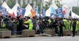 집회금지 명령에도 보수단체, 광복절 집회 강행..곳곳서 충돌