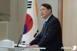 """윤석열 """"대선후보 여론조사서 이름 빼달라"""" 공식요청"""