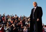 트럼프, 시위 취재중 고무탄 맞은 MSNBC기자 조롱