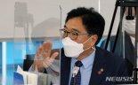 '운동권자녀 취업, 대출 특혜' 與 발의 법안 논란 가열