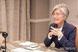 미국 간 강경화, '바이든측' 인사들 만나 한반도 문제 논의