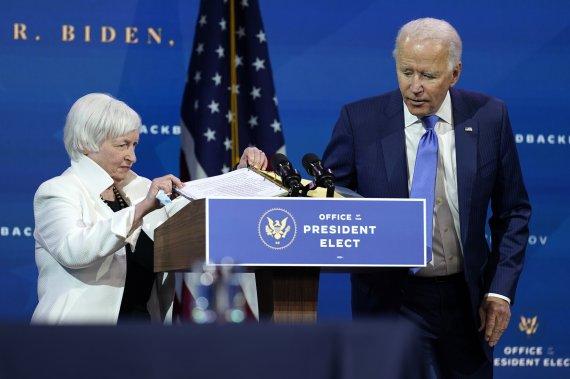 """Yellen """"지금은 부채에 대해 걱정할 때가 아닙니다. 지금 더 많은 돈을 공개하지 않으면 경제적 위험이 있습니다."""" [개막 앞둔 바이드노믹스]"""