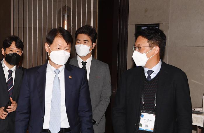 환담하는 김강립 식약처 처장과 전선익 파이낸셜뉴스 사장