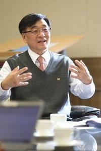 """[미래 창조하는 과학기술 리더들] 정민근 한국연구재단 이사장 """"기초연구는 창조경제의 뿌리"""""""