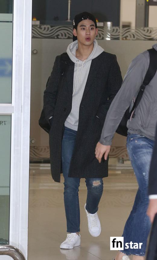 [포토] 김수현, '수많은 팬들에 깜짝!'