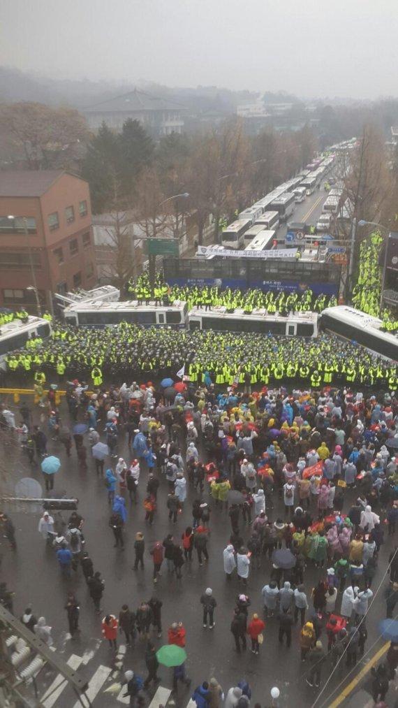 청와대 에워싼 '대통령 퇴진' 목소리…35만명 포위행진