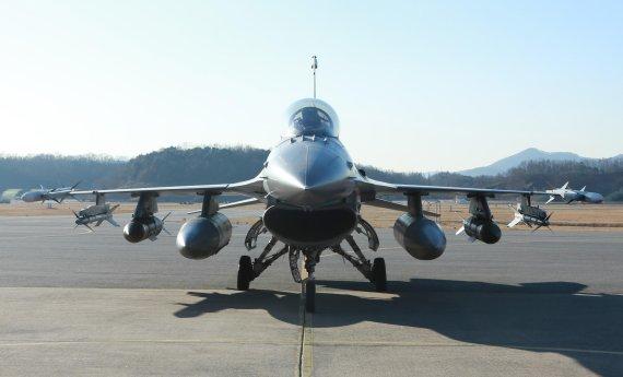 공군 F-16 30년만의 대변신... 성능개량 사업 완료