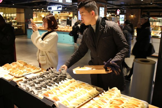 [yes plus Food] 전국에서 '빵' 터졌어요.. 동네 빵집의 유쾌한 반란