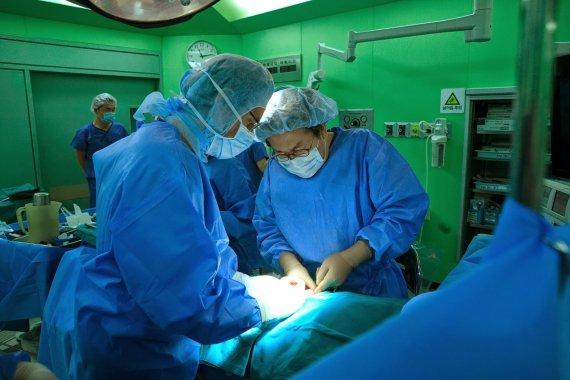 [정명진 의학전문기자의 청진기] 수술중 수혈 줄이려는 의사들의 움직임, 왜 그럴까요?