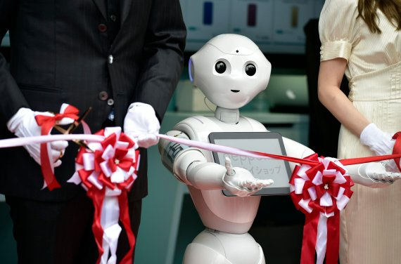 """""""위기를 기회로"""" 인력난을 AI·로봇으로 대처하는 日"""