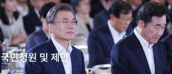 靑 국민청원 16만건…'참여 민주주의' VS '대통령 만능주의' 조장