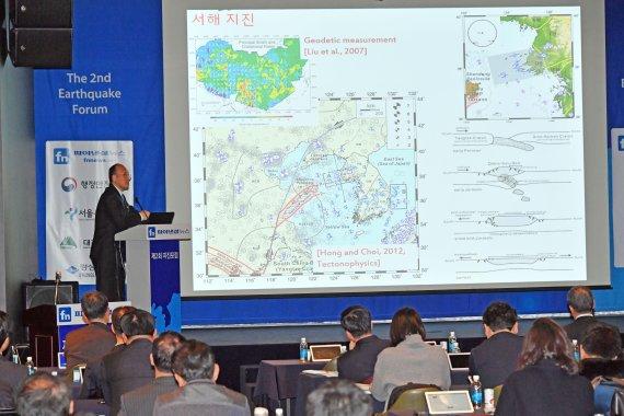 """[제 2회 지진포럼] 홍태경 연세대 지구시스템과학과 교수 """"중대형 지진 가능성 큰만큼 모니터링 필요"""""""