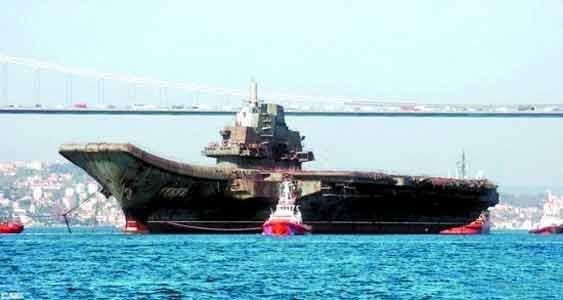 中 '해양 굴기' 박차 …첫 항모 랴오닝호 상부구조물 개조