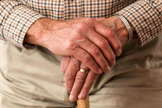 안 늙는 사람 있나요.. '노인충' '틀딱충' 노인 혐오 심각