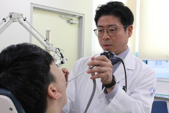 [정명진 의학전문기자의 청진기] '드르렁 드르렁'… 수술해도 재발 쉬운 코골이, 물리치료로 완화