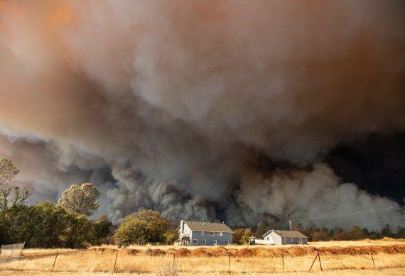지난해 美 서부 대형 산불 원인은 끊어진 전깃줄 때문