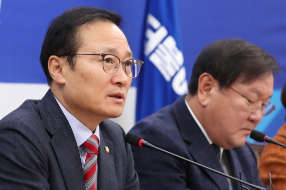 """홍영표 """"야 3당 예산안-선거법 연계시, 한국당과만 예산안 처리"""""""