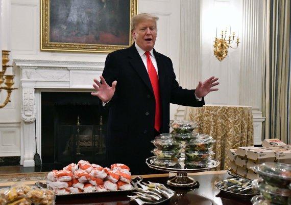 """장벽 희망 놓지 않은 美 트럼프 """"절대로 굴복 안 해"""""""