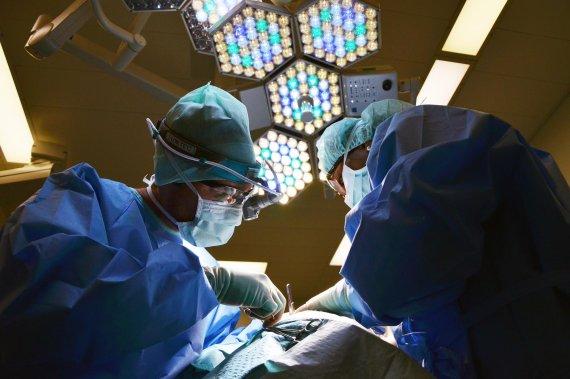 코 성형수술 받다가 사망한 10대 소녀