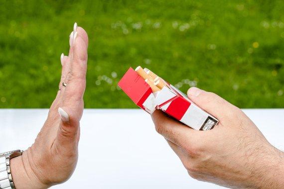 화와이, 100세 이하는 흡연 금지?