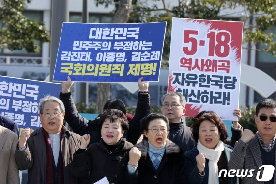 '5·18 폭동' '전두환 영웅' 발언에 광주 시민들, 참지 못하고..