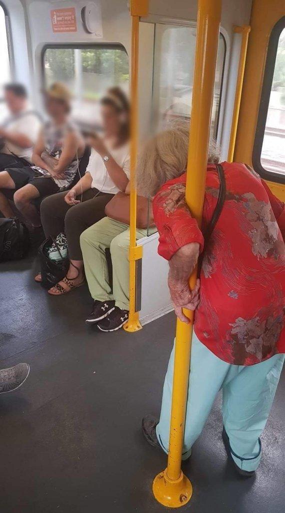 전철에서 허리 굽은 노인 못본척한 젊은이들 '갑론을박'
