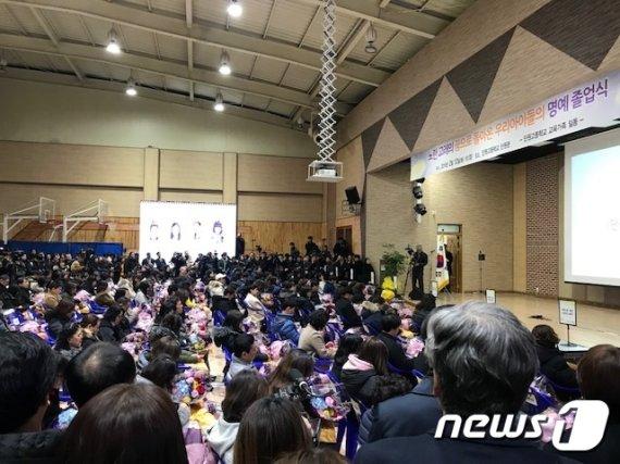 '하늘나라에 전달된 졸업장'.. 단원고 학생 250명 명예졸업식