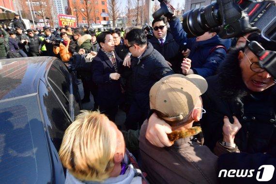 """광주 간 김진태, 사과의향 묻자 """"내가 한 말 아니다"""""""
