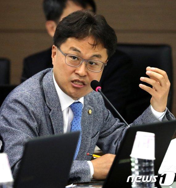 직장동료 성추행한 혐의로 고소당하자 맞고소한 민주당 의원
