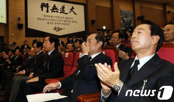 "YS 차남 김현철 ""나라가 편안할 날이 하루도 없다"" 비판"
