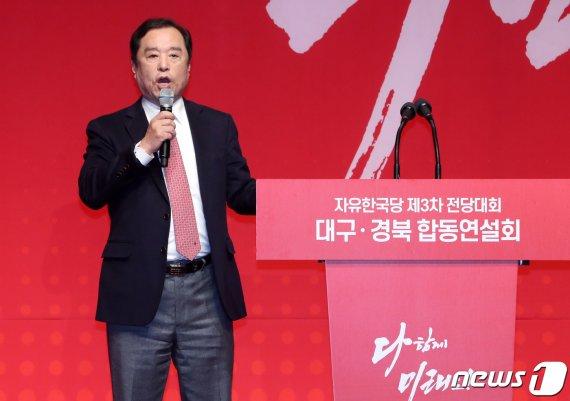 '단상서 내려가라' 야유에 김병준, 불쾌한 심정 드러내며 한 말