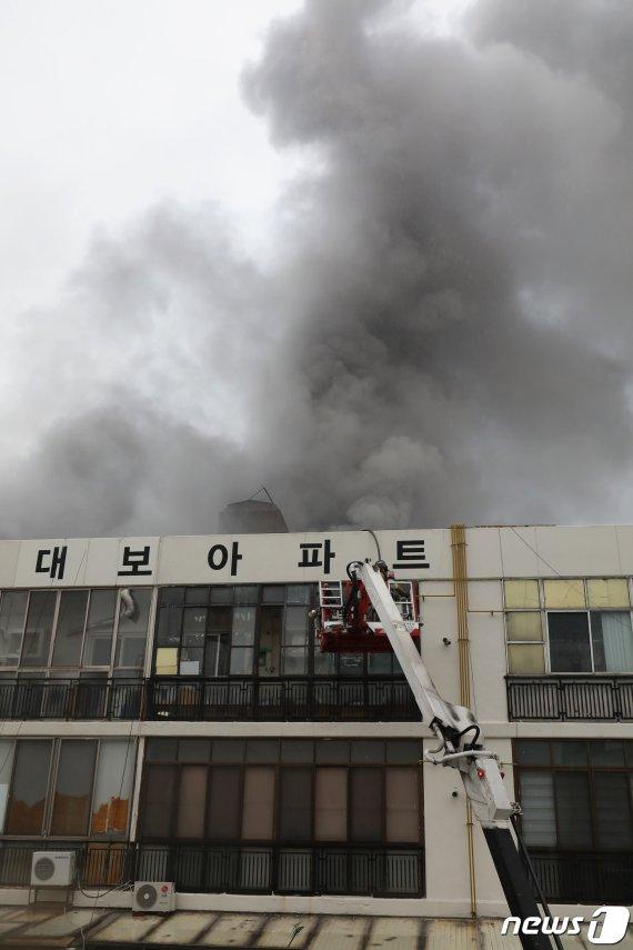 """""""옷가지도 못챙겨"""" 대구 목욕탕 화재 5~7층 이재민들 '캄캄'"""
