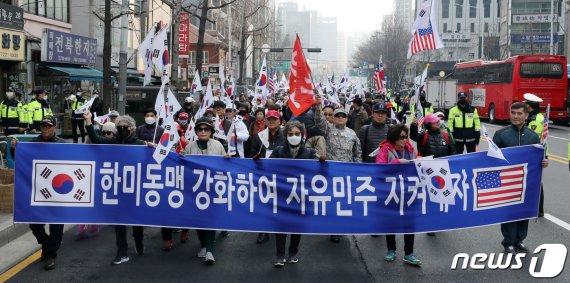 태극기단체, 3·1절에 서울역앞에 모여서 한 말(feat. 윤창중)