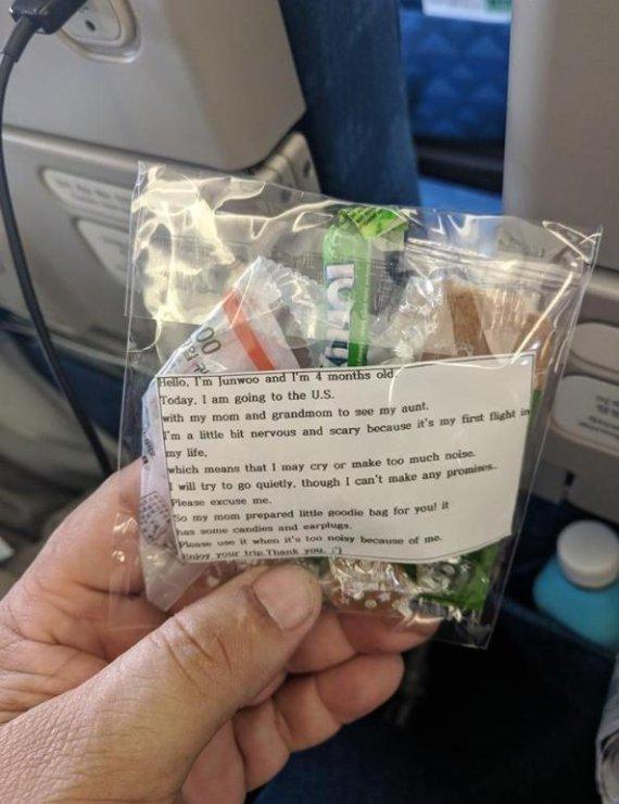 비행 중 아기 울까봐.. 승객 200명 선물 준비한 韓엄마