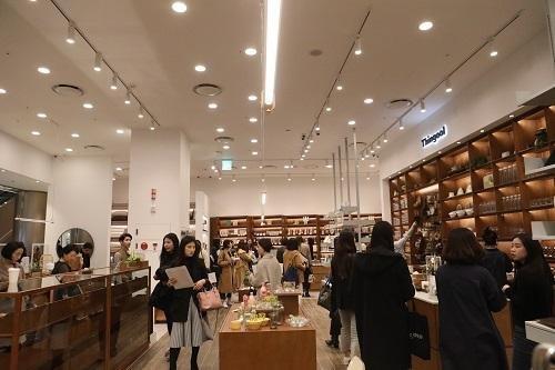 띵굴의 세 번째 집, 오프라인 상설 매장 '띵굴스토어 롯데월드몰' 오픈