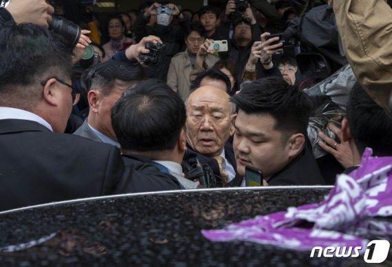 """""""살인마"""" 방청객이 외치자 전두환의 표정"""